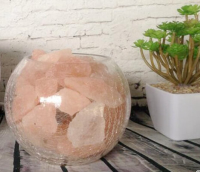 Himalayan salt chunks in the clear glass bowl.